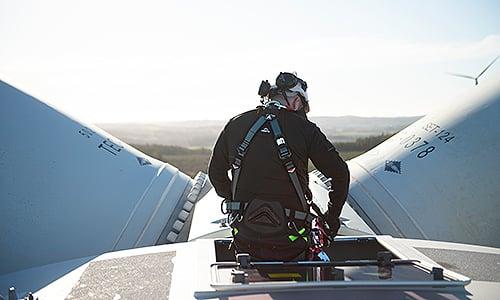 Cresto_worker-windturbine-1_500x300